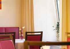 Hotel Goldener Brunnen - 클라겐푸르트 - 레스토랑