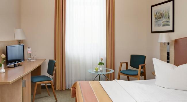 인터 시티호텔 베를린 오스트반호프 - 베를린 - 침실