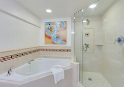 Naples Grande Beach Resort - 네이플스 - 욕실