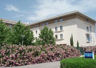 호텔 키리아드 아비뇽 - 쿠틴 가르 테제비