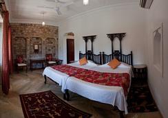 Neemrana's - Deo Bagh - Gwalior - 침실