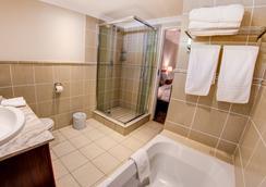 코트야드 호텔 샌드톤 요하네스버그 - 요하네스버그 - 욕실