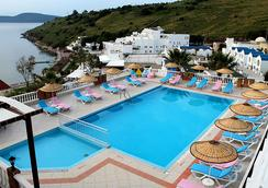 Dolce Bodrum Hotel and Beach Club - Adults Only - 보드룸 - 수영장