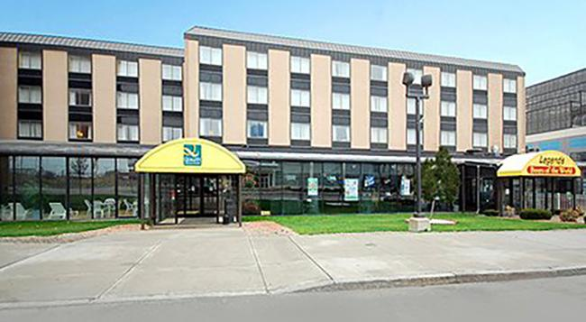 퀄리티 호텔 앤 스위트 앳 더 폴스 - 나이아가라폴스 - 건물