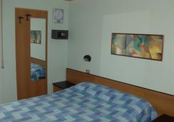 Hotel Niagara Rimini - 리미니 - 침실