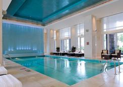 더 리츠 칼튼 두바이 국제 파이낸셜 센터 - 두바이 - 수영장