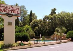 Town House Motel Chico - 치코 - 야외뷰