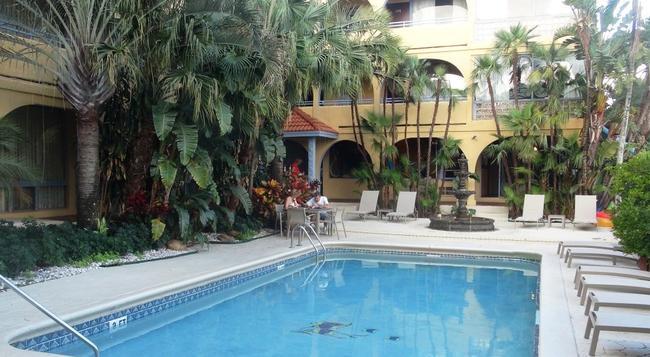 Tropi Rock Resort - 포트로더데일 - 수영장