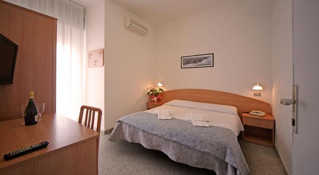 Oxford Hotel - 리미니 - 침실