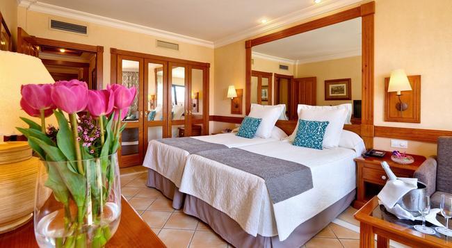 코스타 아데제그랜 호텔 - 아데제 - 침실