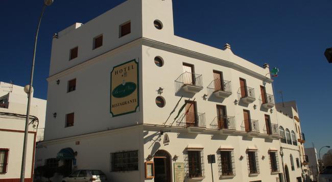 Hotel Restaurante Blanco y Verde - Conil de la Frontera - 건물