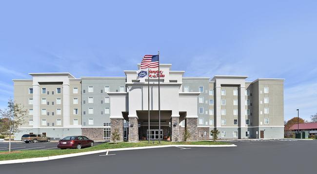 Hampton Inn & Suites Greensboro/Coliseum Area - 그린즈버러 - 건물