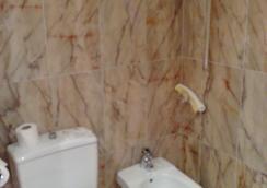 호텔 투리아 - 발렌시아 - 욕실
