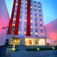 레드 플레닛 파사르 바루 자카르타 Hotel Front - Evening/Night