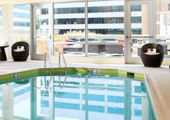 Renaissance Arlington Capital View Hotel - 알링턴 - 수영장