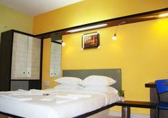 호텔 그랜드 비 - 벵갈루루 - 침실