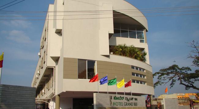 호텔 그랜드 비 - 벵갈루루 - 건물
