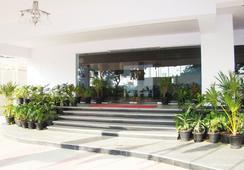 호텔 그랜드 비 - 벵갈루루 - 야외뷰