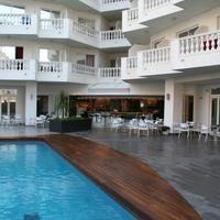 호텔 버냇 II Pool