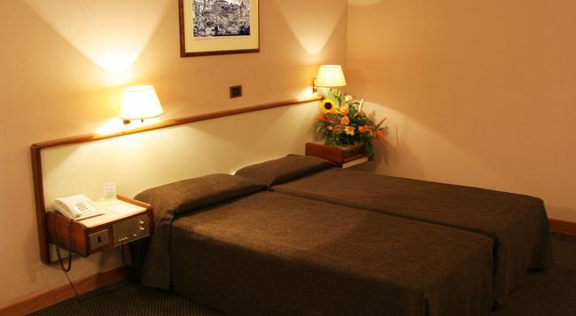 트리토네 호텔 - 로마 - 침실