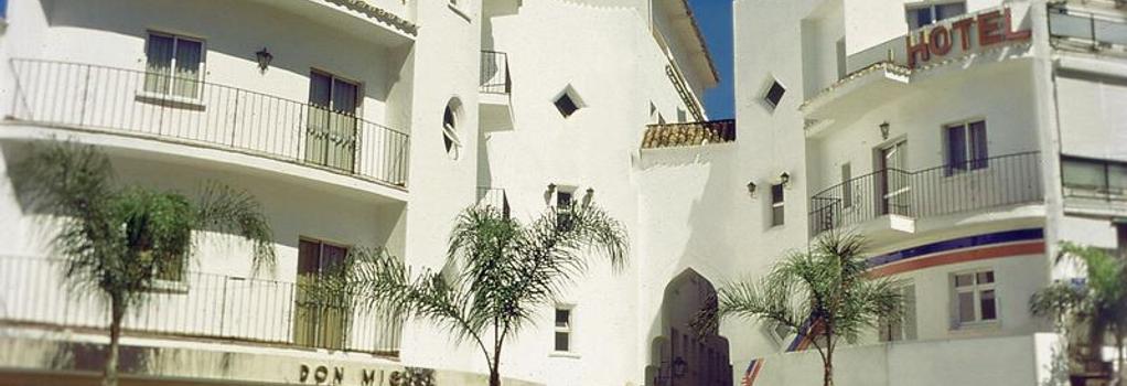 Hotel Kristal - 토레몰리노스 - 건물