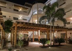 Hotel Santa Fe Loreto by Villa Group - 로레토 - 레스토랑