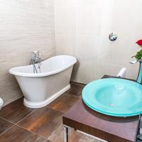 Amstel Corner Bathroom
