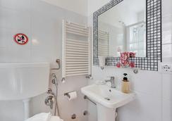 일레븐로마 인 - 로마 - 욕실