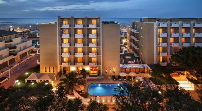 Hotel Villa Bianca - 리미니 - 건물