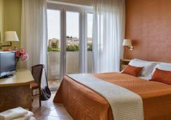 Suite Hotel Parioli - 리미니 - 침실