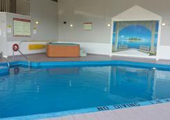 Hotel Vacances Tremblant - 몽트랑블랑 - 수영장