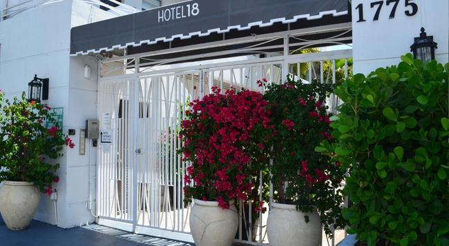 호텔 18 - 마이애미비치 - 건물