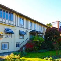 Oak Bay Guest House Exterior