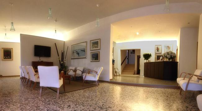 Hotel Colonna - 예솔로 - 로비