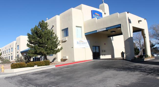 Baymont Inn & Suites Santa Fe - 샌타페이 - 건물