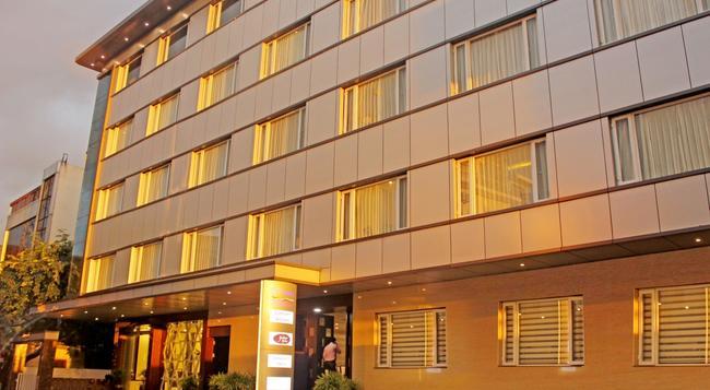 리오 더 호텔 - 벵갈루루 - 건물