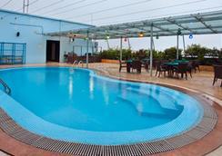 더 페닌슐라 치타공 호텔 - Chittagong - 수영장