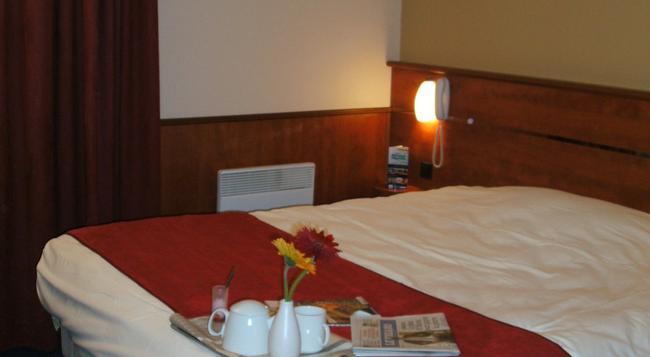 Brit Hotel Nantes Beaujoire - L'Amandine - Nantes - 침실