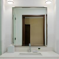 포 포인츠 바이 쉐라톤 윌리스턴 Bathroom