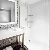 코트야드 바이 메리어트 뉴욕 다운타운 맨해튼/월드 트레이드 센터 에어리어 Bathroom