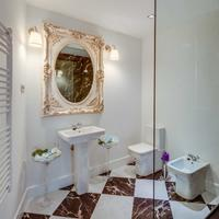 Purple Dog Suites Bathroom