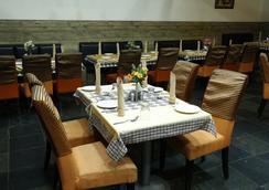 Ulo Hotels Chennai Deluxe - 첸나이 - 레스토랑