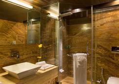 비즈 더 호텔 - Rajkot - 욕실