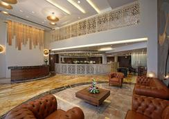 비즈 더 호텔 - Rajkot - 로비