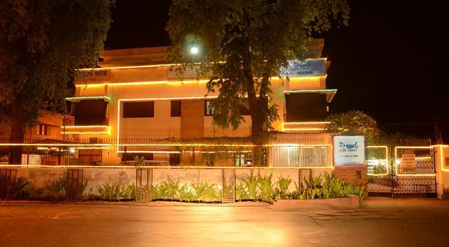 다얄 로지 - 아그라 - 건물