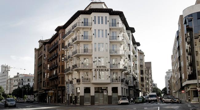 Hotel Avenida - 팜플로나 - 건물