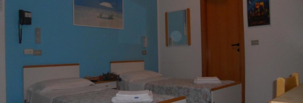 Hotel Pigalle - 리미니 - 침실
