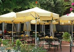 피라미드 파크 리조트 카이로(구 인터컨티넨탈 피라미드) - 카이로 - 레스토랑