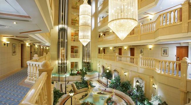 칼튼 팰리스 호텔(구 메트로폴리탄 팰리스) - 두바이 - 로비