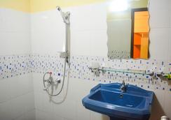 VJ 시티 호텔 - 콜롬보 - 욕실